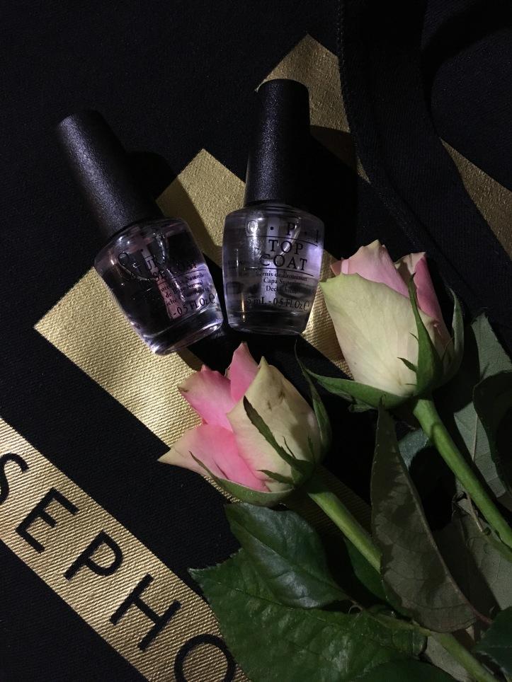 Vernis a ongles OPI, Top Caot, Base Coat. Sac en jean noir avec le logo Sephora.